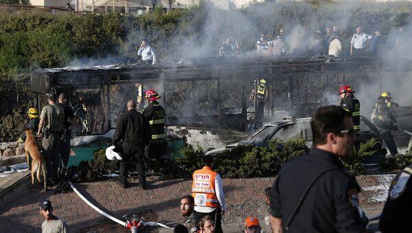 На месте взрыва в автобусе в Иерусалиме, Израиль. 18 апреля 2016