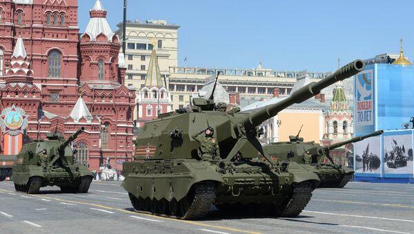 Самоходные артиллерийские установки (САУ) Коалиция-СВ во время генеральной репетиции военного парада