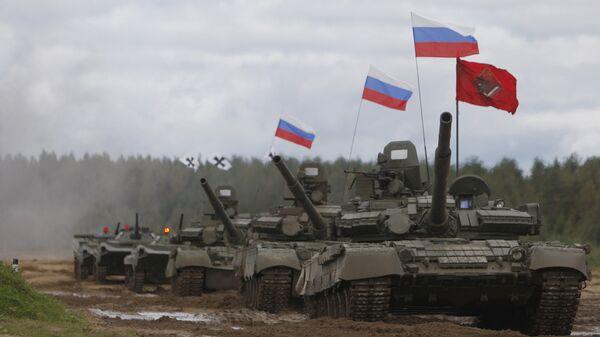 Танки Т-80 во время показательных выступлений на танковом шоу в Ленинградской области. Архивное фото