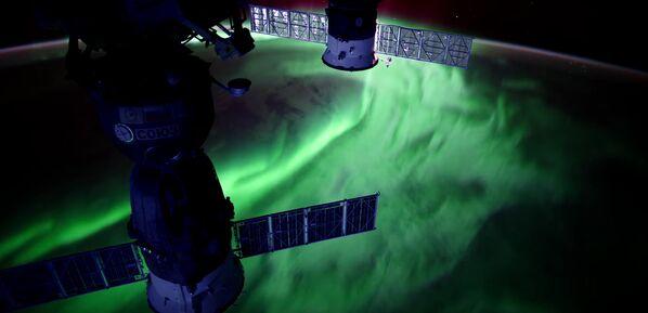 Полярное сияние на Земле снятое с Международной космической станции