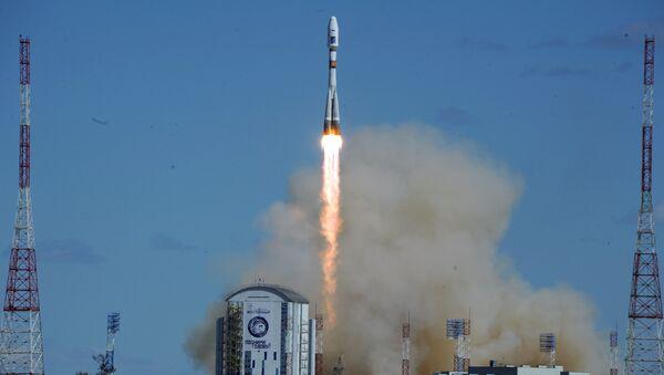 28 апреля 2016. Ракета-носитель Союз-2.1а с тремя российскими спутниками Ломоносов, Аист-2Д и SamSat-218 стартовала с космодрома Восточный
