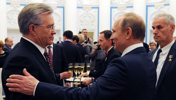 Президент РФ В. Путин вручил медали Герой Труда Российской Федерации