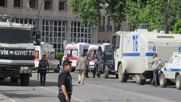 На месте теракта в турецком Газиантепе, 1 мая 2016