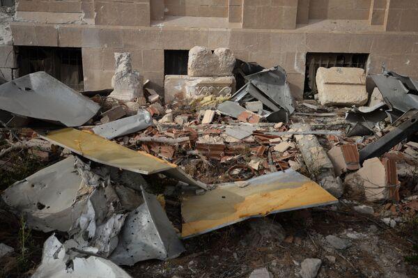 Разрушенное здание Национального музея в Пальмире