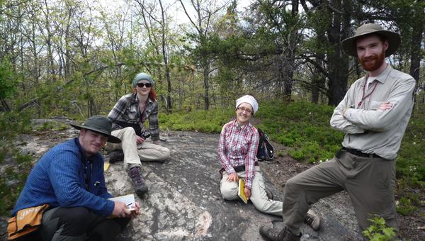 Ученые изучают породы в кратере Садбери в Канаде