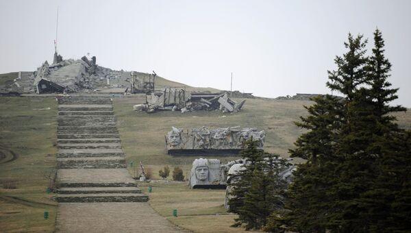 Руины мемориального комплекса Саур-Могила в Донецкой области. Архивное фото
