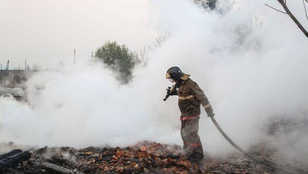 Сотрудники пожарной охраны МЧС России борются с последствиями природных пожаров в Амурской области