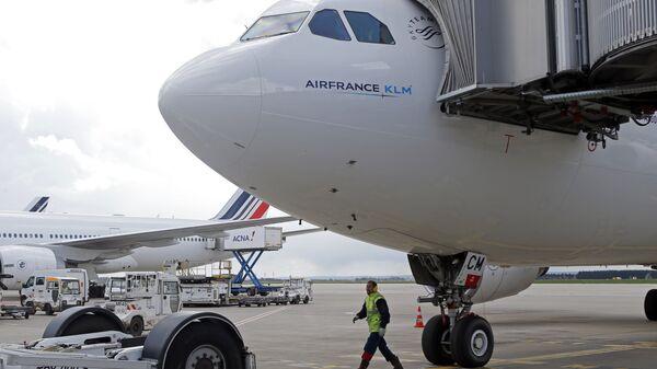 Самолет авиакомпании Air France в аэропорту Руасси Шарль-де-Голль