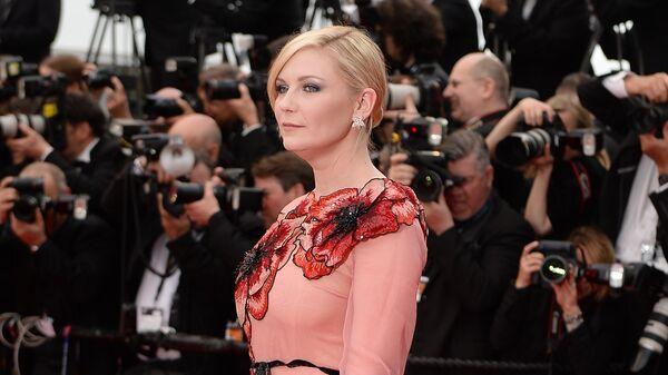 Американская актриса, модель и певица Кирстен Данст на красной дорожке церемонии открытия 69-го Каннского кинофестиваля