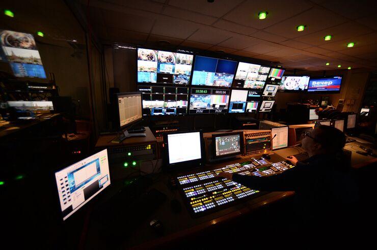 В эфирной аппаратной первой студии программы Вести в здании Всероссийской государственной телевизионной и радиовещательной компании (ВГТРК)