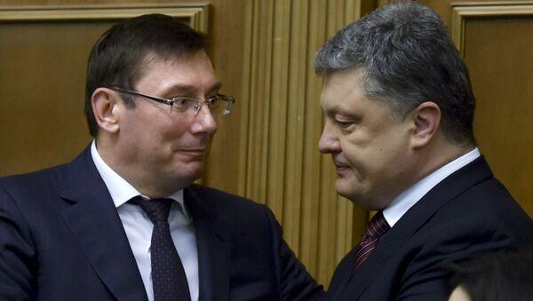 Юрий Луценко (слева)  и президент Украины Петр Порошенко. Архивное фото