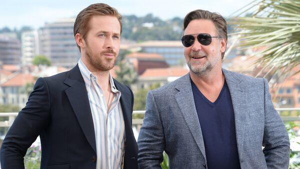 Актеры Райан Гослинг и Рассел Кроу на фотосессии своего фильма Славные парни