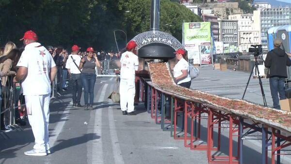 Итальянские повара в погоне за рекордом испекли пиццу длиной 1860 метров