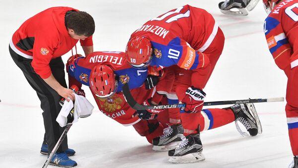 Игрок сборной России Иван Телегин, получивший травму в матче 1/2 плей-офф ЧМ по хоккею между сборными командами Финляндии и России