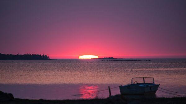 Восход на Белом море в Беломорском районе Республики Карелия. Архивное фото