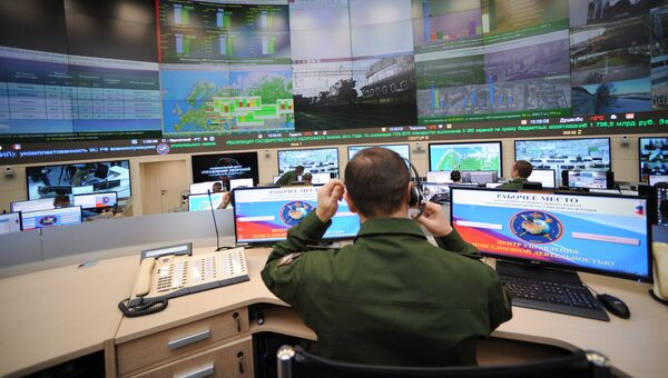 Военнослужащий в центре управления повседневной деятельностью ВС РФ
