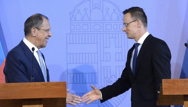 Министр иностранных дел России Сергей Лавров и глава МИД Венгрии Петер Сийярто. Архивное фото