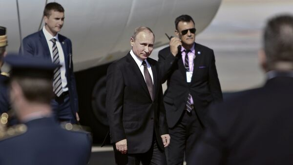 Президент России Владимир Путин в аэропорту Афин, Греция. 27 мая 2016