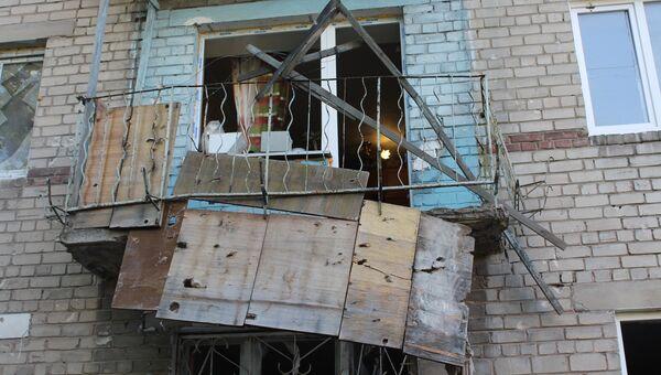 Последствия обстрела жилого дома в Донецке. Архивное фото
