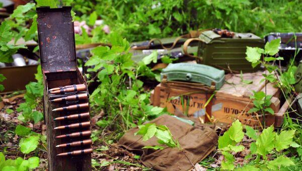 Оружие и боеприпасы, найденные правоохранителями ЛНР. Архивное фото