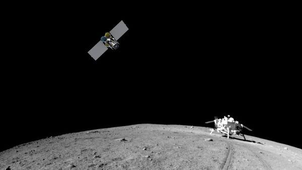 Макет российского спутника, который отправится искать следы астронавтов на Луне