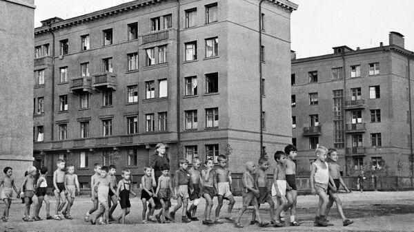 Дети на улицах города. Москва, 23 июня 1941 год