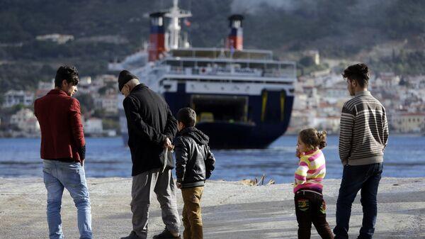 Мигранты во временном центре размещения на острове Самос, Греция