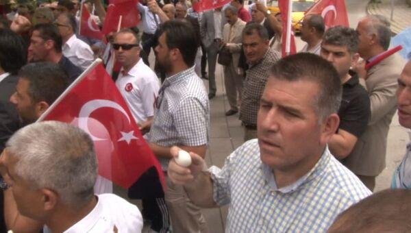 Протестующие в Анкаре кидали яйца в здание посольства Германии