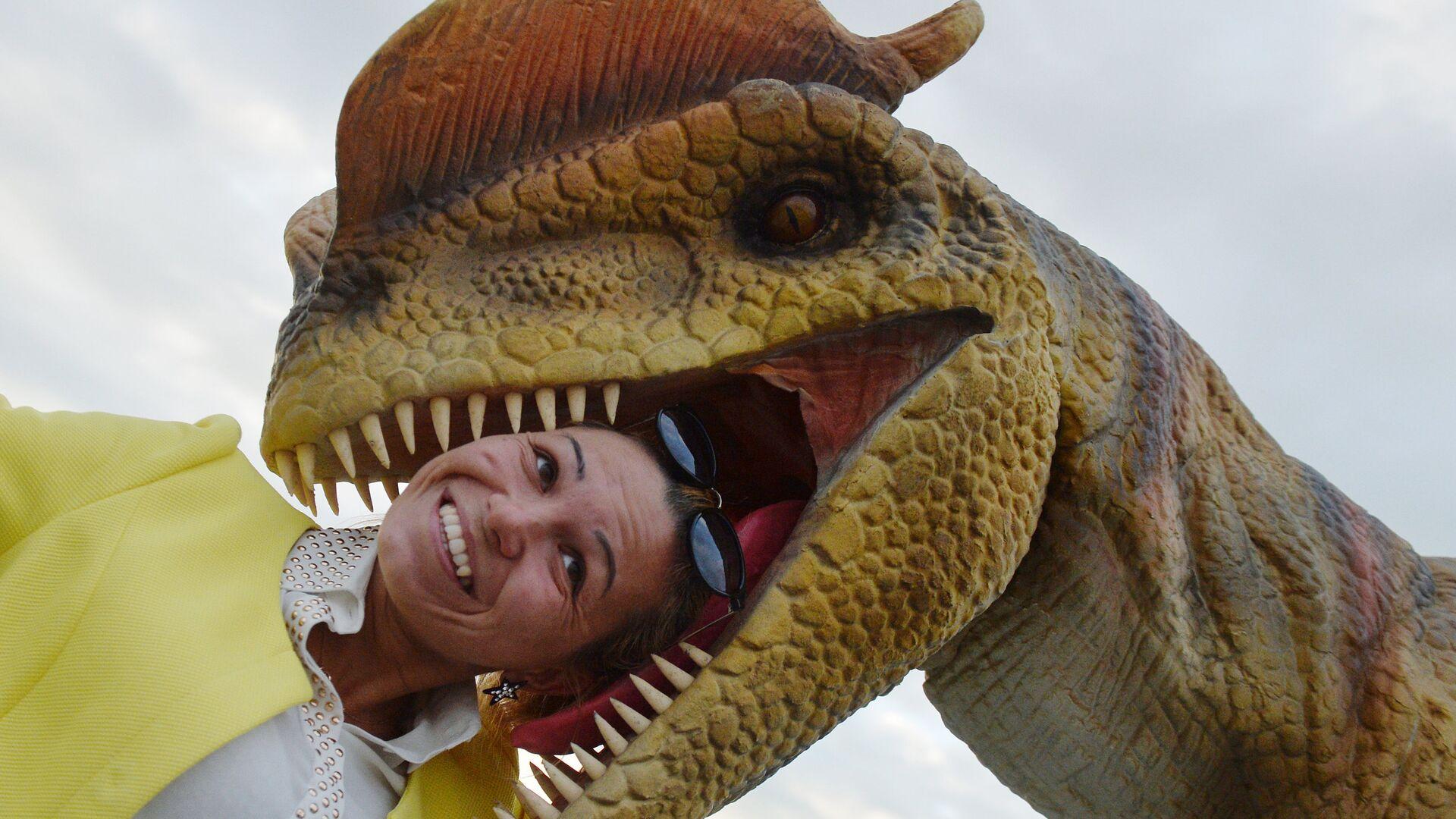 Фигура дилофозавра в парке развлечений Юркин Парк Трэвел в Казани - РИА Новости, 1920, 28.12.2020