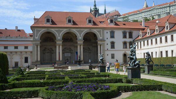 Здание Сената Чехии в Вальдштейнском саду. Архивное фото