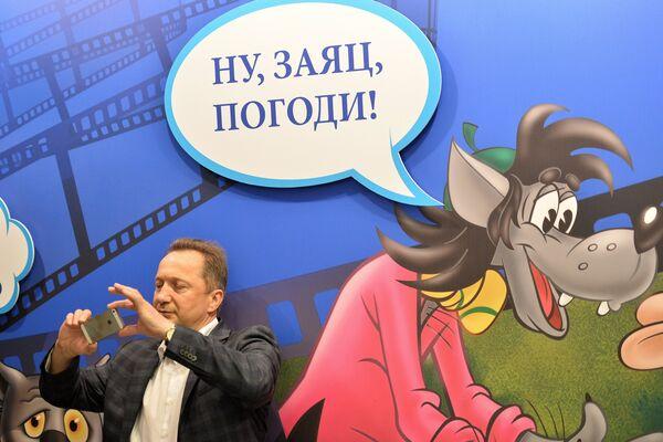 Посетитель на открытии выставки Столица мультфильмов, приуроченной к 80-летию Союзмультфильма и 120-летию Музея Москвы