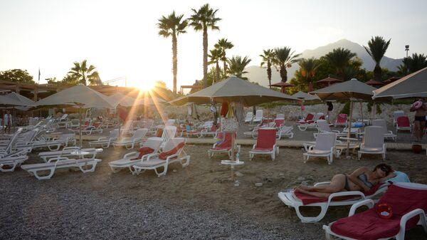 Пляж одного из отелей в Анталье