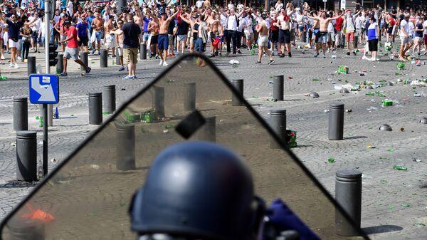 Беспорядки в Марселе перед матчем чемпионата Европы по футболу между Россией и Англией