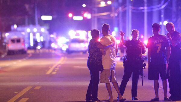 На месте стрельбы у ночного клуба в Орландо