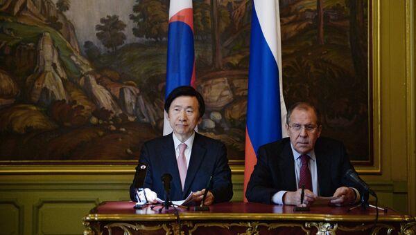 Встреча глав МИД РФ и Республики Корея С. Лаврова и Юн Бён Се