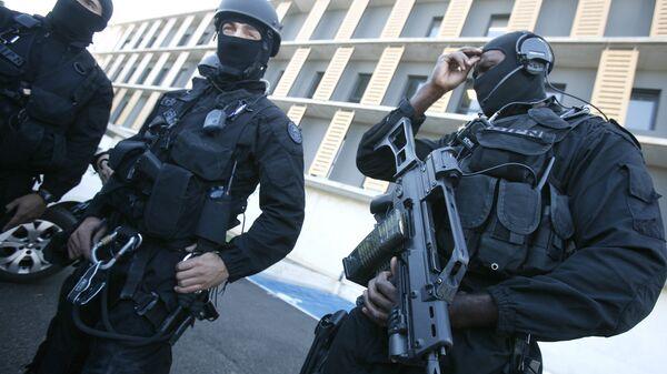 Сотрудники спецподразделения французской полиции