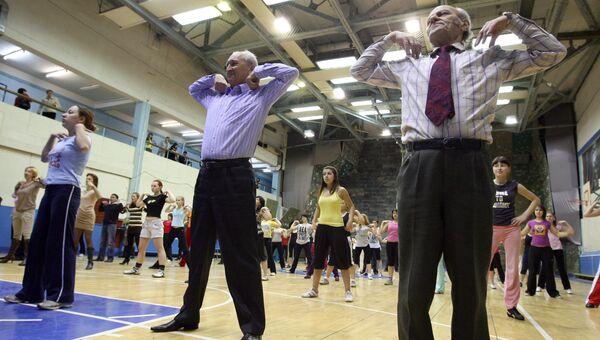Утренняя зарядка для студентов и преподавателей Казанского государственного университета в День здоровья. Архивное фото
