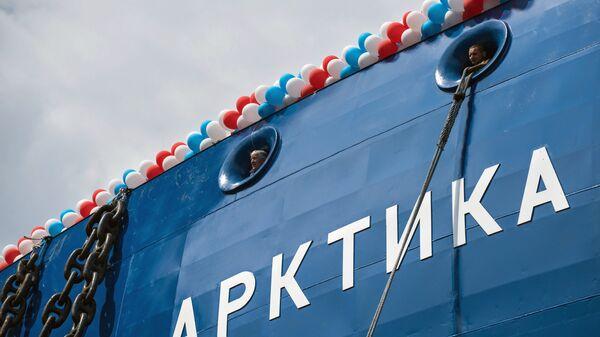 Церемония спуска на воду головного атомного ледокола проекта Арктика на Балтийском заводе в Санкт-Петербурге