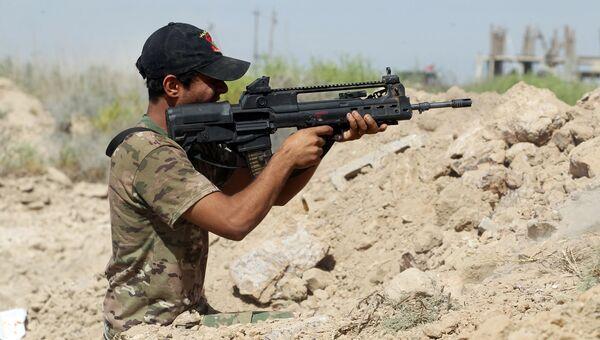 Военный правительственных войск Ирака во время операции против ИГИЛ в городе Эль-Фаллуджа