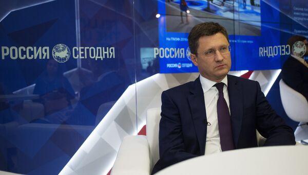 Министр энергетики РФ Александр Новак в павильоне МИА Россия сегодня на XX Петербургском международном экономическом форуме