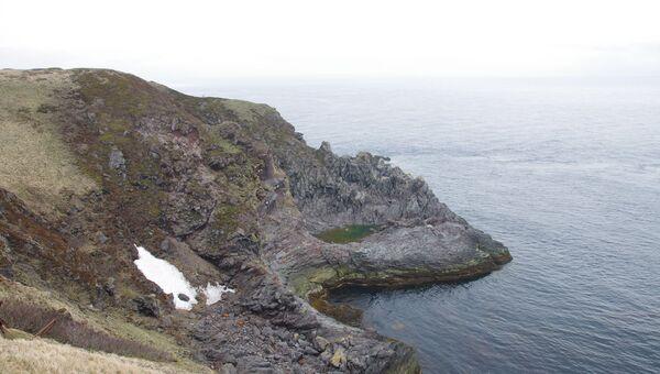 Остров Матуа из Курильской гряды. Архивное Фото.