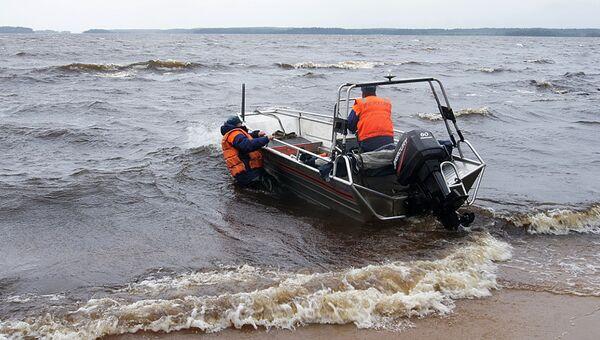 Спасатели МЧС России на месте проведения поисковой операции. Архивное фото