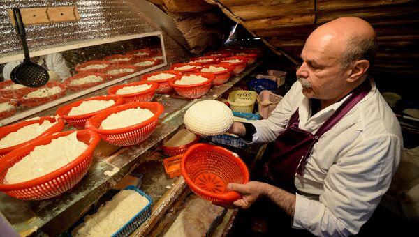 Производство французских сыров на ферме Владимира Борева в Липецкой области. Архивное фото