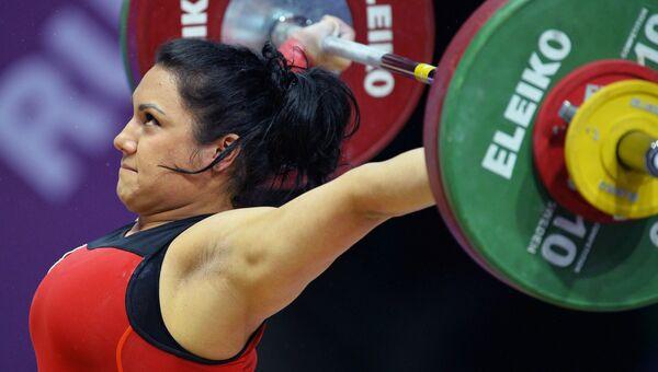 Ляйсан Махиянова (Россия) во время соревнований по тяжелой атлетике. Архивное фото