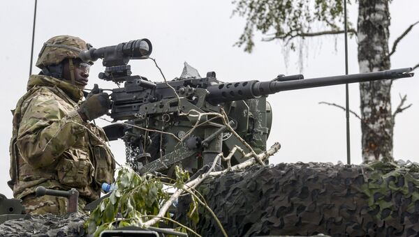 Военнослужащий во время международных военных учений Saber Strike-2016 на центральном полигоне Сил обороны Эстонии в Тапа