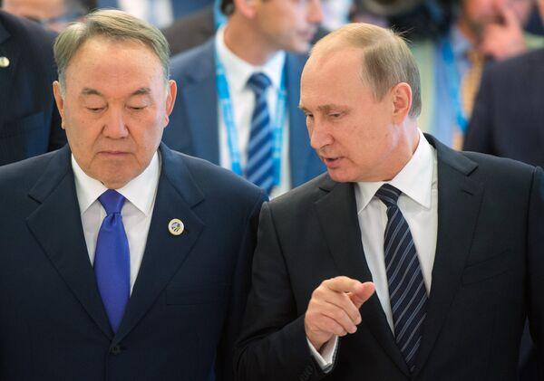 Президент РФ Владимир Путин и президент Казахстана Нурсултан Назарбаев  после заседания в Ташкенте Совета глав государств 86926a8a60f66