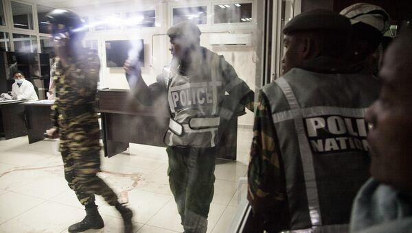 Полиция работает на месте взрыва в Антананариву. Мадагаскар