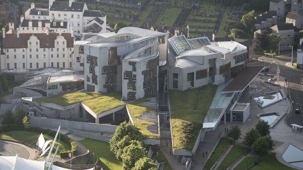 Здание Парламента Шотландии в Эдинбурге. Архивное фото