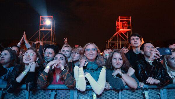 Зрители на концерте Близкие города, близкие люди, проходящем в рамках проекта Megafonlive в Москве. Архив