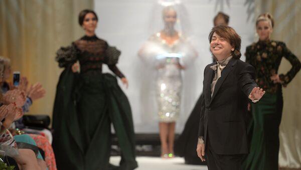 Модельер Валентин Юдашкин на показе своей новой коллекции одежды в рамках  празднования юбилея благотворительного фонда Татьяны 8742bdcc05c